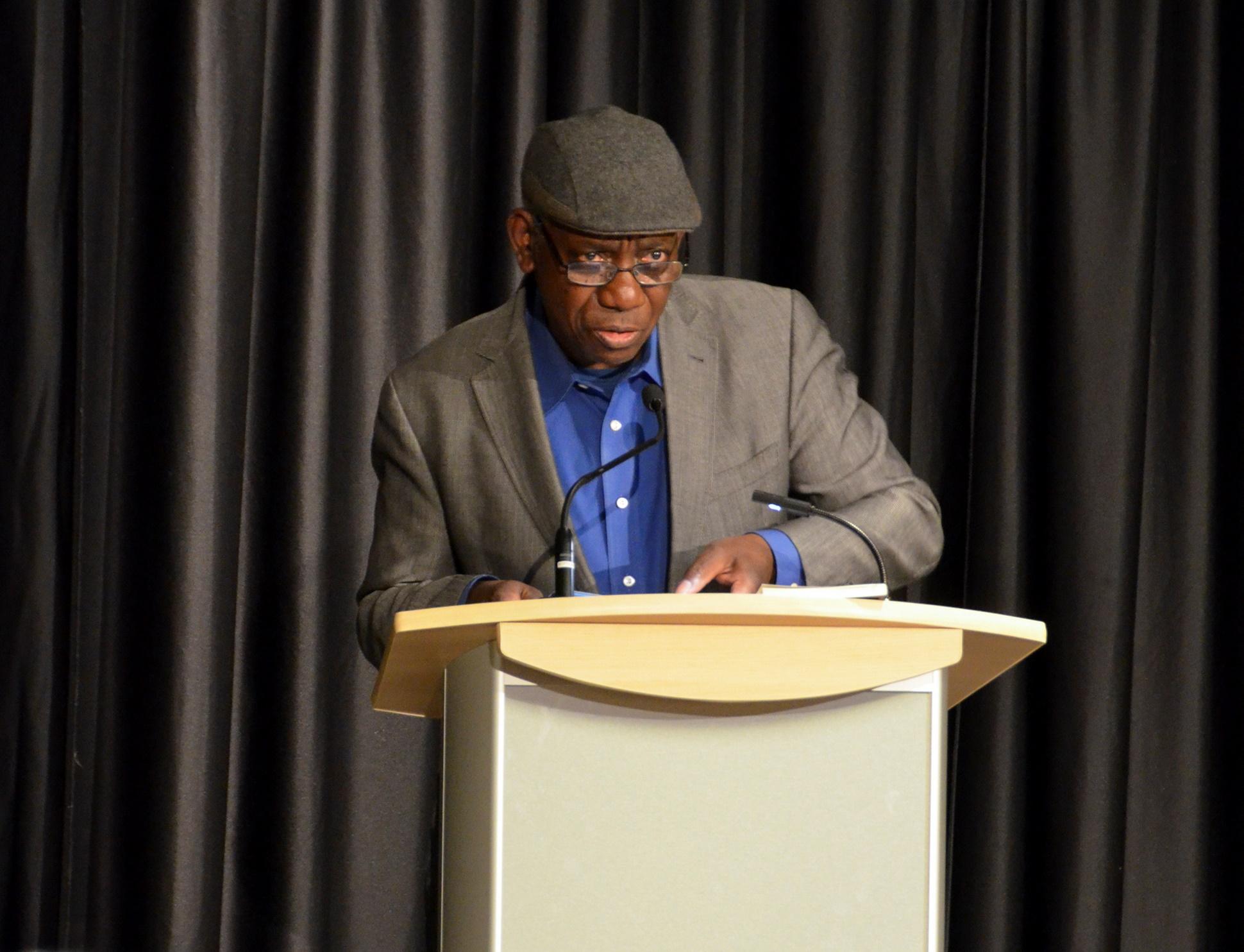 "essay on facing it by yusef komunyakaa Yusef komunyakaa's poem ""facing it"" is the concluding poem of his 1988 book dien cai dau in the following essay, johnson discusses how komunyakaa."