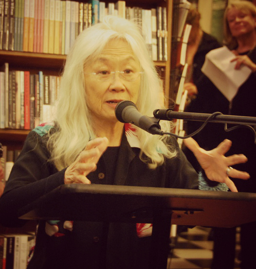 maxine hong kingston essays About maxine hong kingston: she was born as maxine ting ting hong to a laundry house owner in stockton, california she was the third of eight children,.